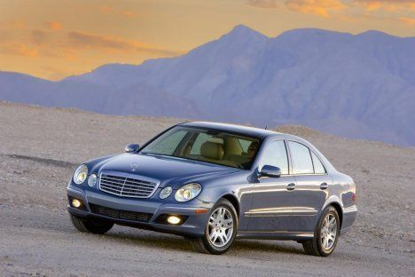 Mercedes_Benz_E320_BLUETEC_1