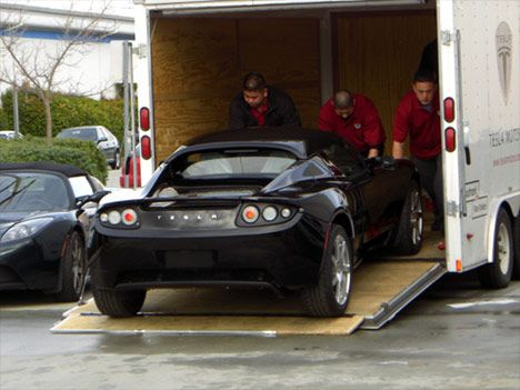 tesla-roadster-delivery-001