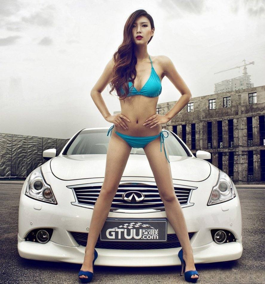 girl in bikini with infiniti g
